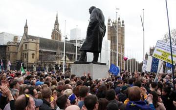 """伦敦举行示威游行 呼吁""""第二次脱欧公投"""""""