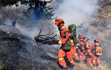 山西沁源森林火灾蔓延势头初步遏制