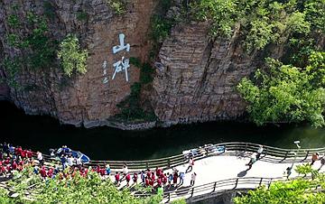 河南林州:红旗渠畔红色旅游热