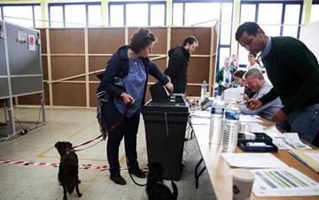 比利时举行欧洲议会选举投票
