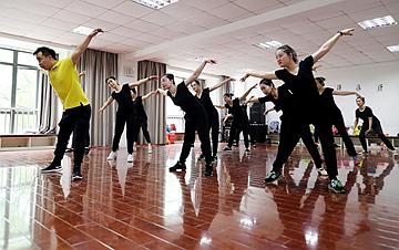 上海:在无声世界里舞出精彩人生