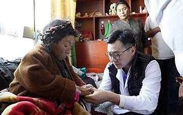 """""""同心・共铸中国心""""走进西藏"""
