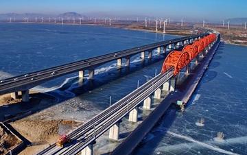 京张高铁全线轨道贯通