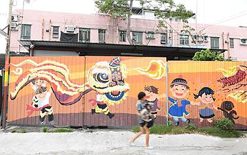 香港锦田壁画村:200名义工绘就爱的画卷