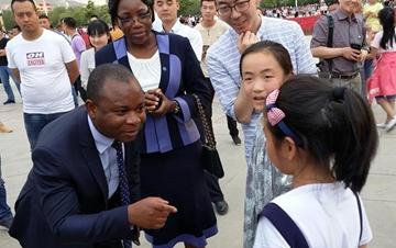多国驻日内瓦外交官走访新疆