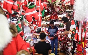 浙江义乌:圣诞商品订单迎来旺季