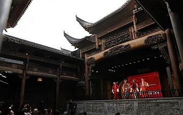 上海:300年历史古戏楼开幕运营