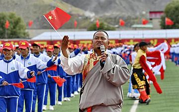 西藏山南:师生歌唱祖国