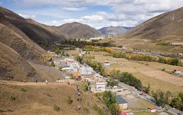 川藏公路带动一批高原小镇日新月异