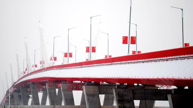 中俄首座跨界江公路大桥通过验收 具备通车条件