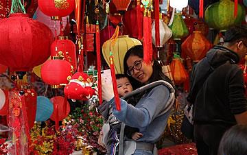 越南民众迎新春