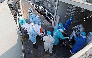 首批患者转运火神山医院