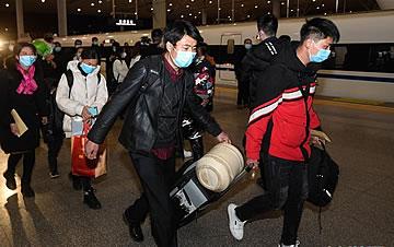 全国铁路首趟定制务工人员返程专列抵达杭州