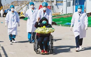 武汉雷神山医院首批患者治愈出院