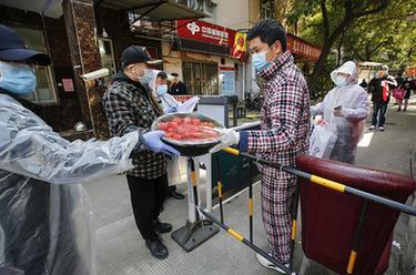 """武汉:社区保障居民""""菜篮子"""""""