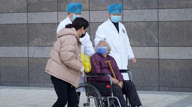 九旬新冠肺炎患者治愈出院