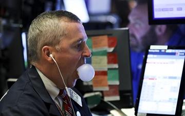 纽约股市三大股指24日暴跌