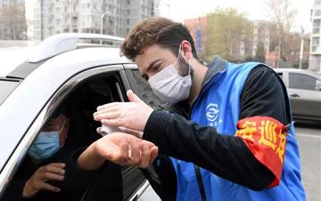 北京海淀: 值守岗位的外籍志愿者