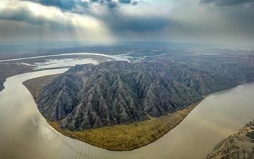 春到青铜峡黄河大峡谷