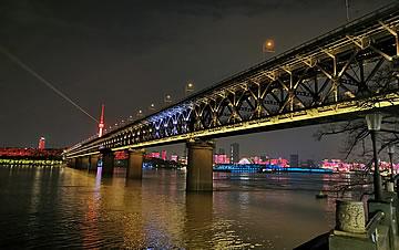 武汉长江大桥赏夜景