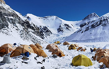 冰雪世界的前进营地