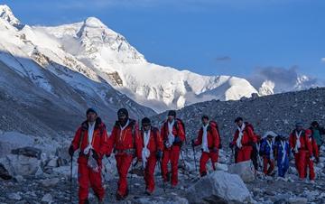 珠峰高程测量登山队全体队员安全返回大本营