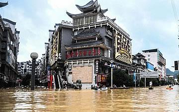 广西融水:强降雨引发严重内涝