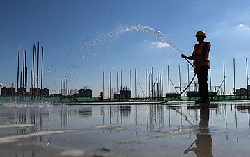 武汉:战高温 保工期