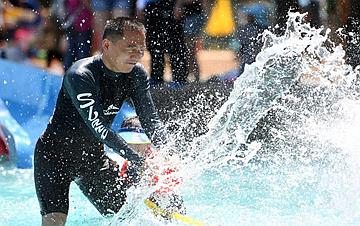 北京:暑期戏水 感受清凉