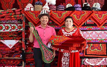 新疆阿克陶:手工刺绣助脱贫