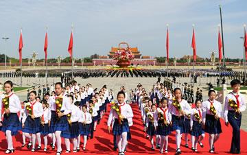 烈士纪念日向人民英雄敬献花篮仪式举行