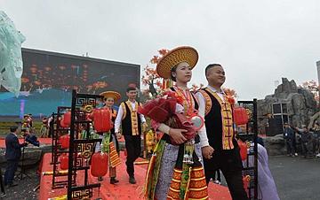 湖南隆回举行扶贫脱单集体婚礼