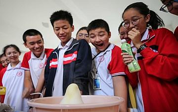 海口:校园科技节 感受科技魅力