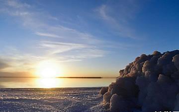 冬日盐湖美如画