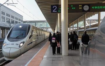 包头与郑州间首开动车组列车