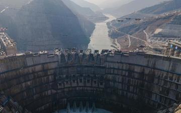 白鹤滩水电站建设正酣