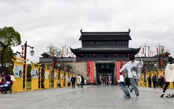 安徽歙县:游古城 享周末