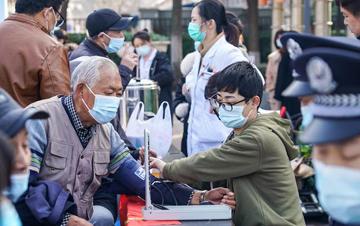 南京:学雷锋 在行动
