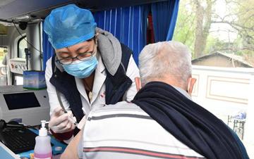 北京海淀:移动疫苗接种进社区
