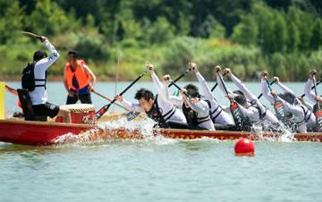 湖南汨罗:龙舟表演庆端午