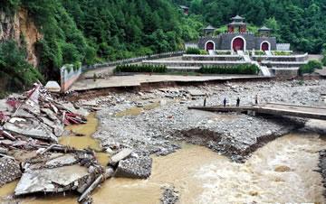 陕西洛南:暴雨致多乡镇道路电力通信中断