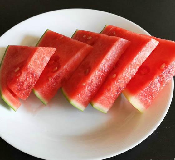 夏季如何挑�x西瓜
