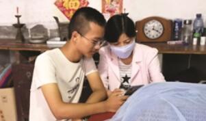 19岁男生捐髓救母不忘刻苦学习