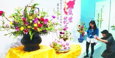 园博馆展出 70组插花