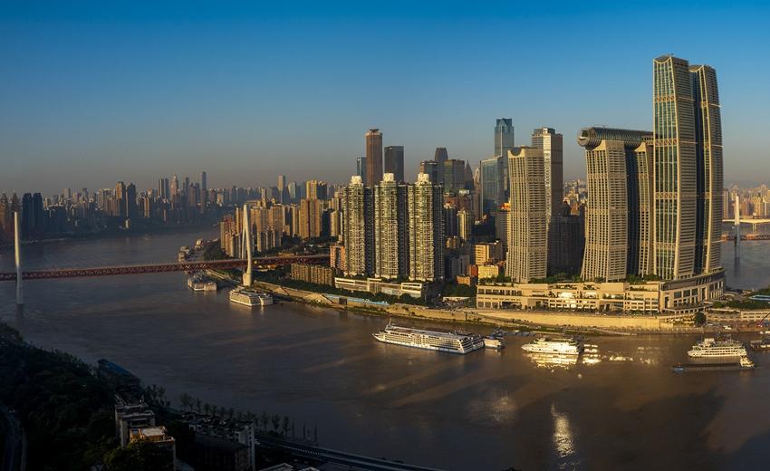 重庆:晨曦中的山水之城