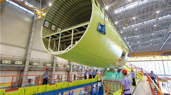 c919大型客机首架机开始结构总装掠影