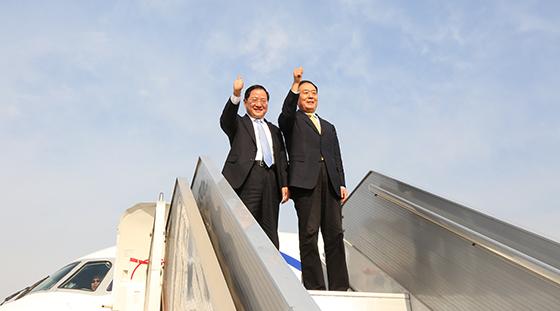 中国民航局局长,党组书记李家祥乘坐arj21飞机105架机