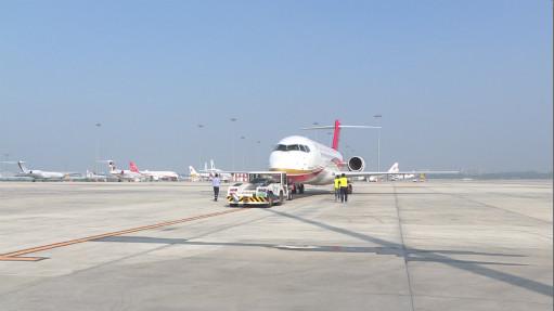 ARJ21飞机到武汉开展航线演示飞行