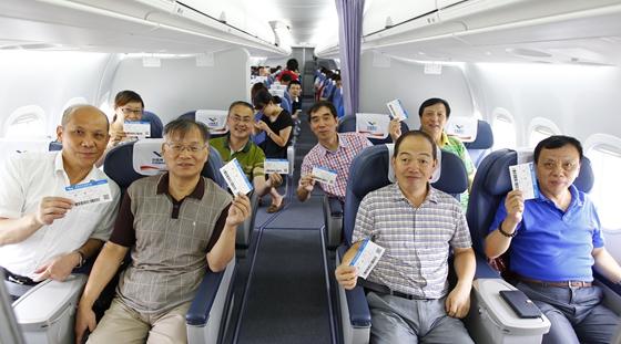 ARJ21飞机总装制造人员乘机体验飞行