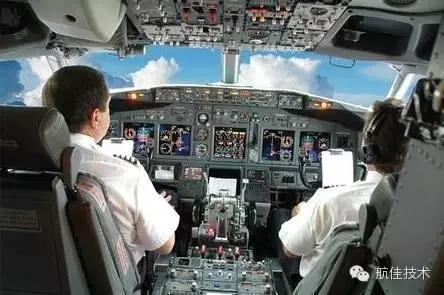 大量飞机驾驶舱的